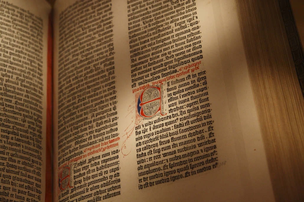 Gutenberg_Bible,_New_York_Public_Library,_USA._Pic_03